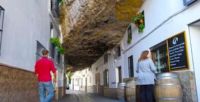 Calle cuevas de la sombra en Setenil